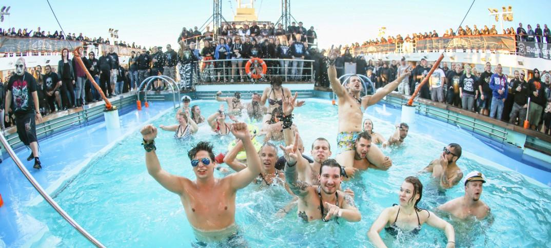 Full Metal Cruise IV Pooldeck